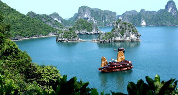 Tour du lịch Hà Nội - Hạ Long - Tuần Châu