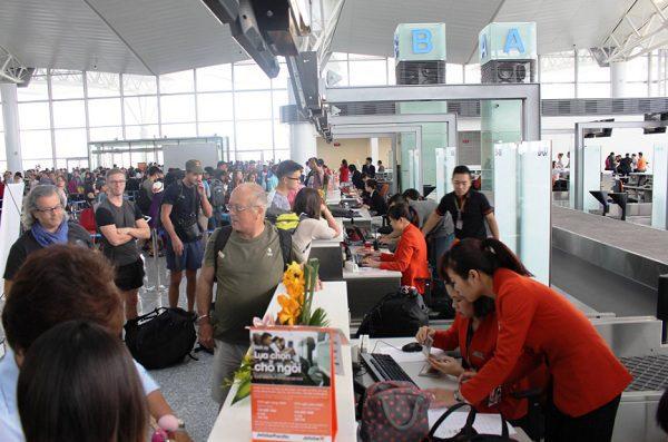 Bạn nên tớisân bay đúng giờ để tránh trường hợp bị trễ giờ làm thủ tục trong mùa du lịch cao điểm