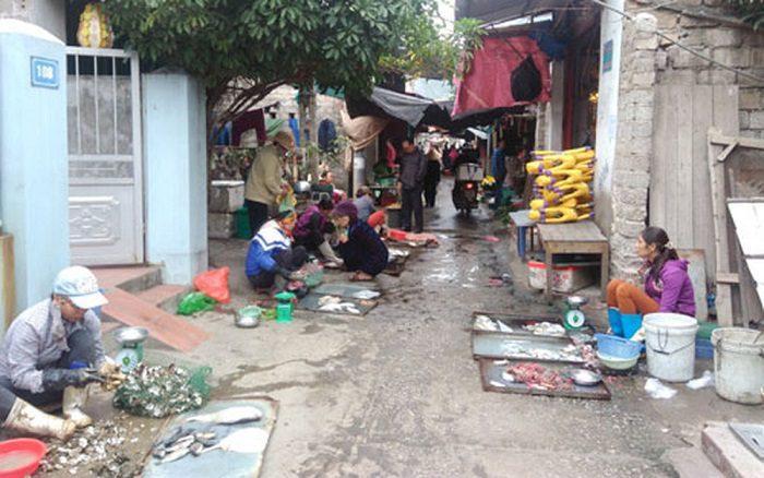Chợ Bóp là một trong những khu chợ nổi tiếng lâu đời tại Hà Nội
