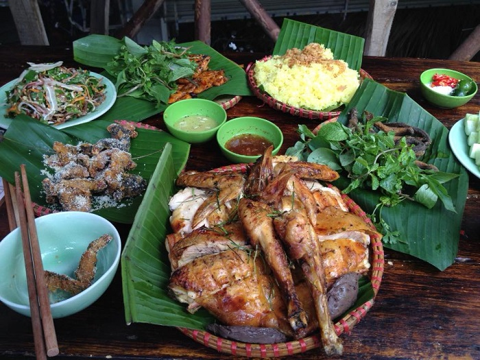 Không những phục vụ hải sản tươi ngon các món gà tại Quán Ngọc Sương cũng được đánh giá là rất chất lượng
