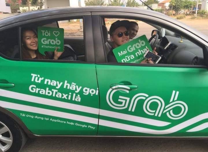 Grab hoặc Taxi