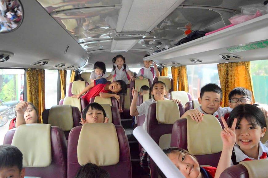 Thuê xe đưa đón học sinh